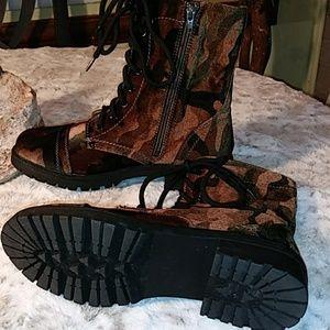 Camo velveteen boots [EUC]